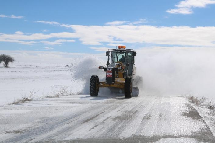 Tipiye rağmen karla mücadele çalışmaları sürüyor