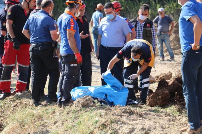 Toprak altında kalan işçi yaşamını yitirdi