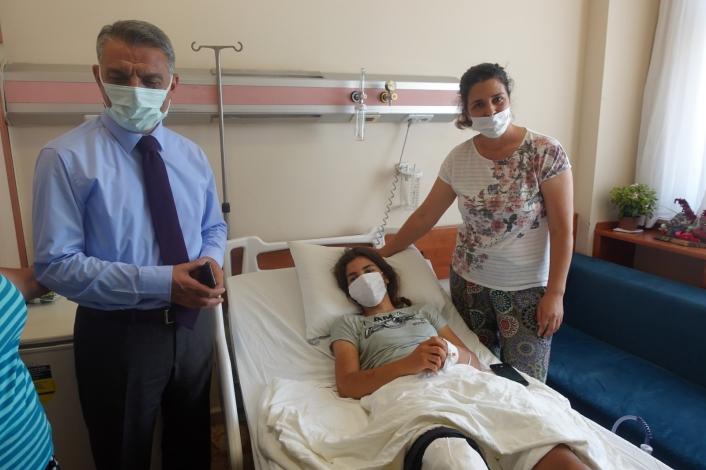 Tunceli Valisi Özkan, trafik kazasında yaralanan milli sporcu Dinler´i ziyaret etti