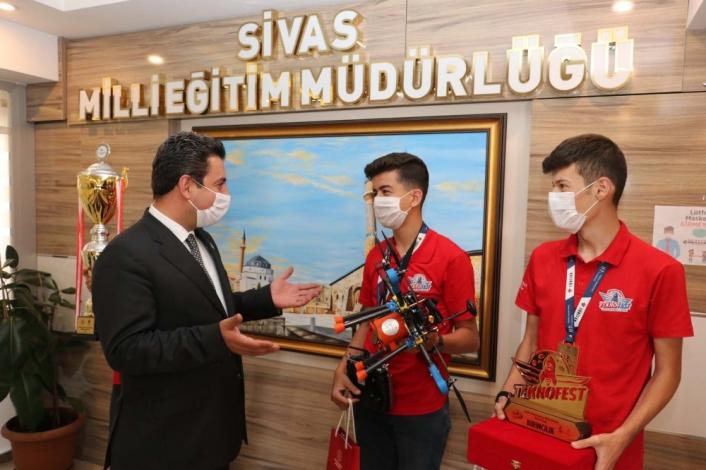 Türkiye birincisi öğrencilerden Savaşçı´ya ziyaret