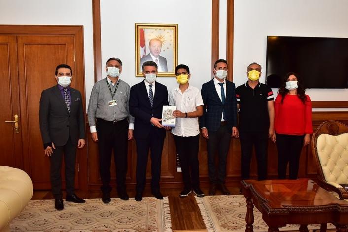 Türkiye birincisi öğrenciye tebrik