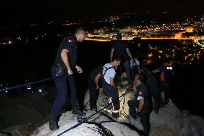 Uçurumun eşiğinde mahsur kalan kadın için film sahnelerini aratmayan kurtarma operasyonu