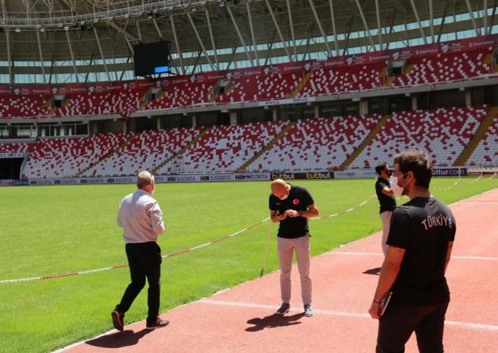 UEFA yetkilileri Sivas Yeni 4 Eylül Stadyumu´nu denetledi