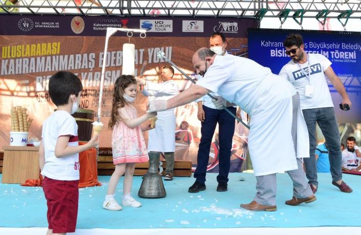 Uluslararası organizasyonda dondurma şovlu final