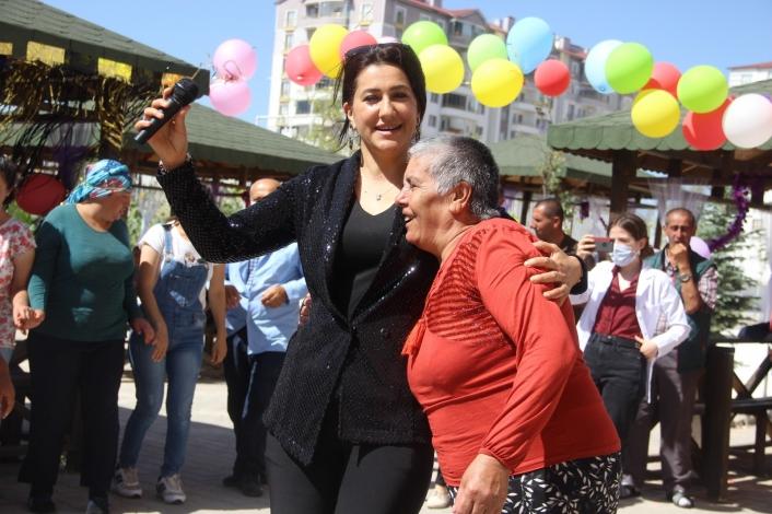 Ünlü Sanatçı Pınar Dağdelen´den sevindiren konser