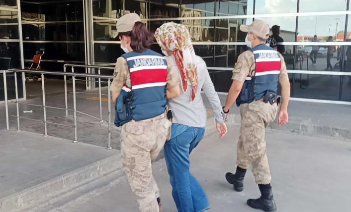 Uyuşturucu satıcısı kadın tutuklandı