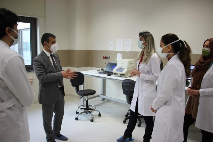 Vakaların yüzde 70 düştüğü Elazığ´da, şehir hastanesine ikinci PCR cihazı kuruldu