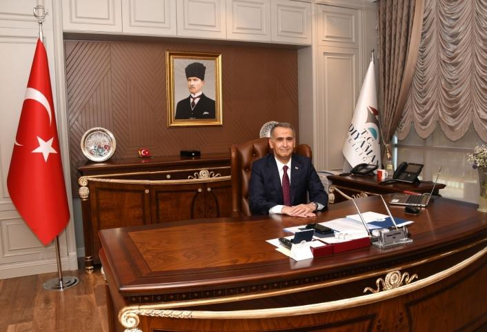 Vali Çuhadar, 30 Ağustos Zafer Bayramını kutladı