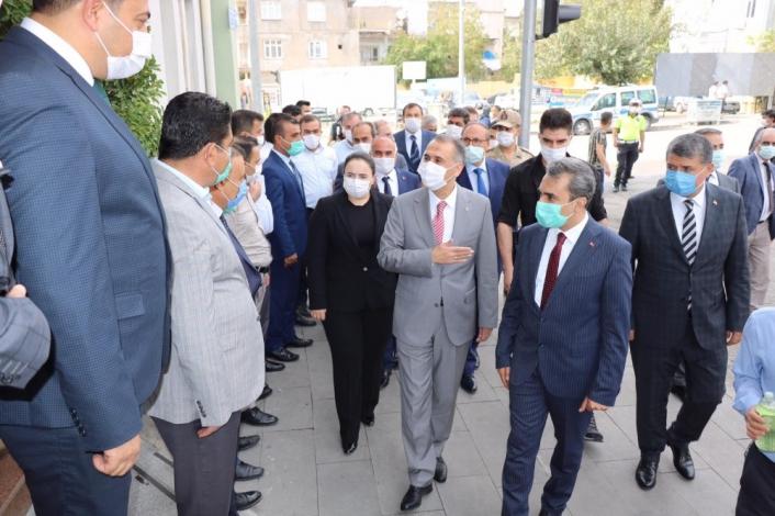 Vali Çuhadar, Besni ilçesinde incelemelerde bulundu