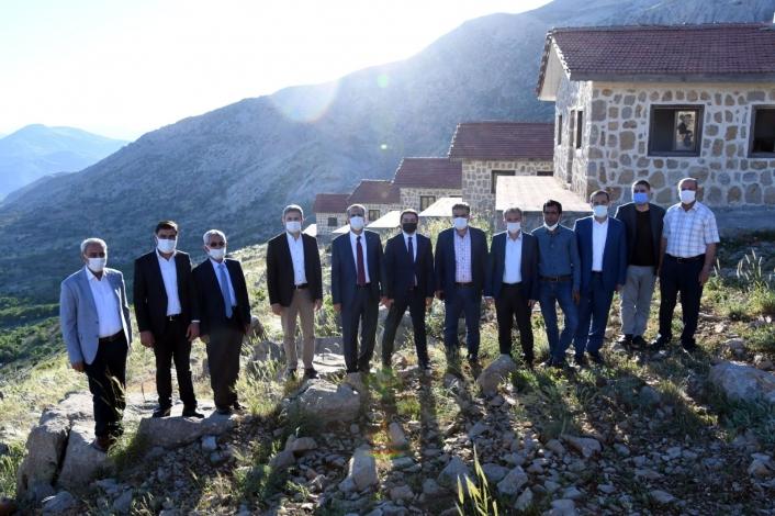 Vali Çuhadar protokol üyeleri Tut ve Besni ilçelerini gezdi