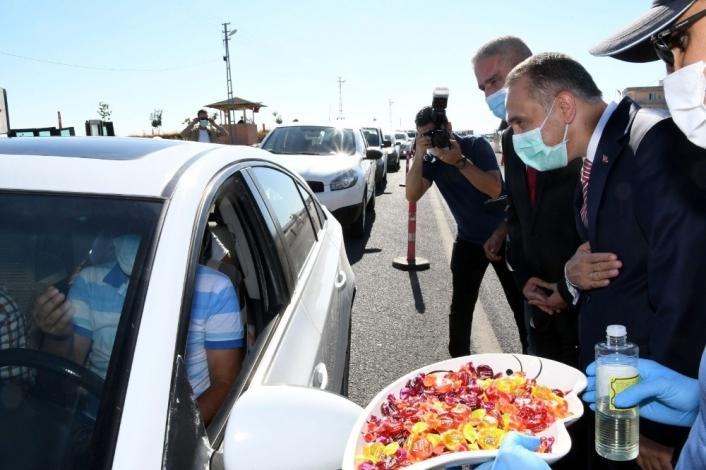 Vali Çuhadar, yol kontrol ve uygulama noktasında trafik tedbirlerini denetledi