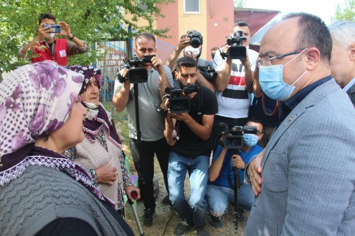 Vali Erkaya Yırık ve İl protokolü depremin vurduğu köylerde