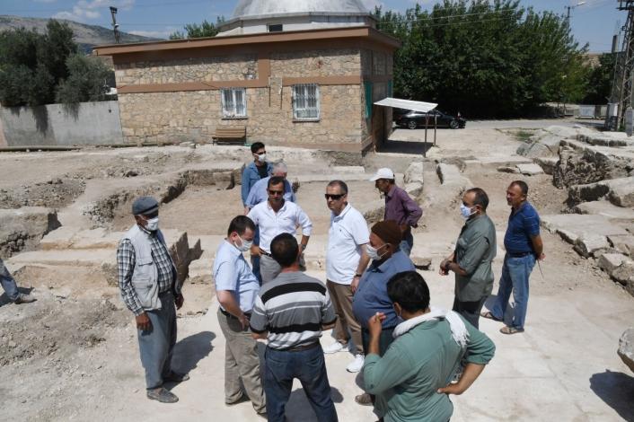 Vali Mahmut Çuhadar, arkeolojik kazı çalışmalarını inceledi