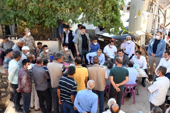 Vali Mahmut Çuhadar, depremden etkilenen Gerger Gölyurt´ta