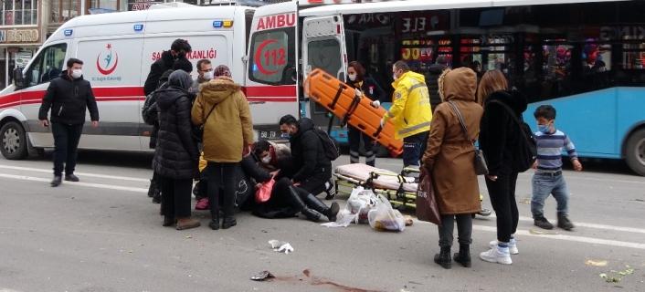 Vatandaşlar motosikletin çarptığı yaralı kadın için seferber oldu