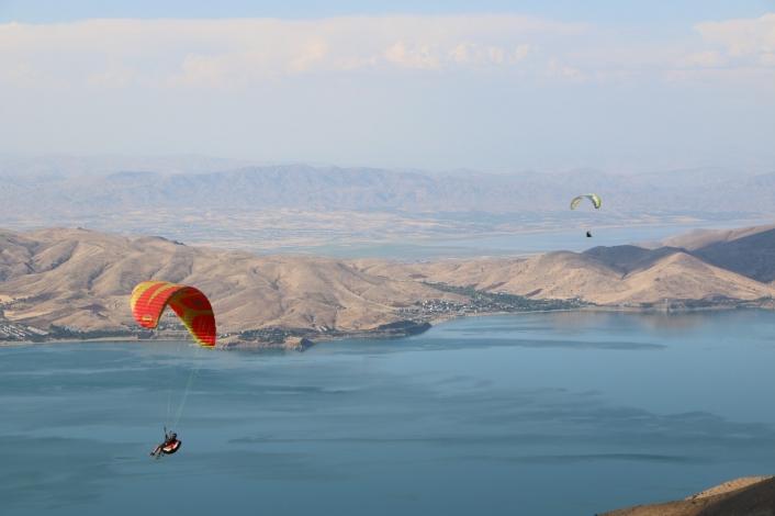 Yamaç paraşütçülerinin gözde mekanı Hazarbaba Dağı