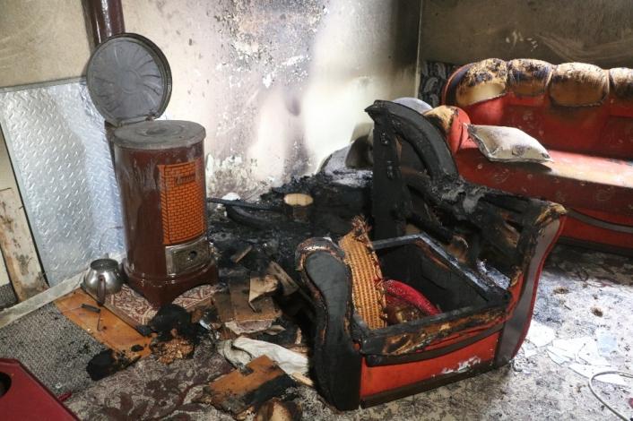 Yangında dumandan etkilenen kadın hastaneye kaldırıldı