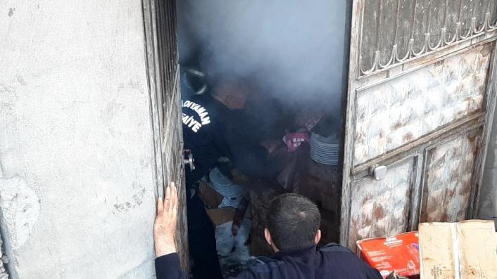 Yangında mahsur kalan işçiler iskeleden indi