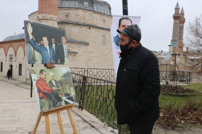 Yazıcıoğlu kent meydanında fotoğraflarıyla anıldı