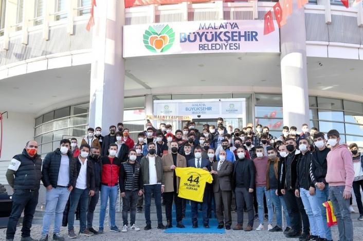 Yeni Malatyaspor taraftarlarından Başkan Gürkan´a ziyaret