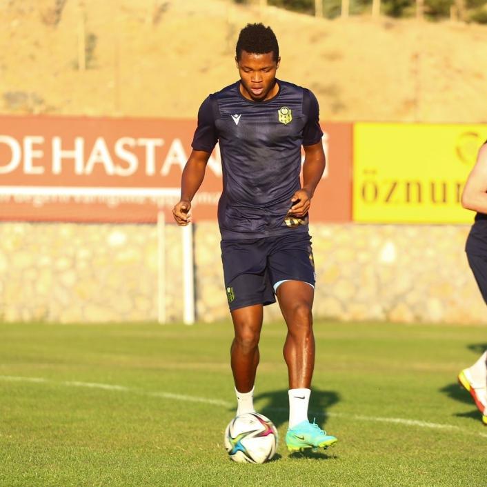 Yeni transfer Chouiar ilk antrenmanına çıktı