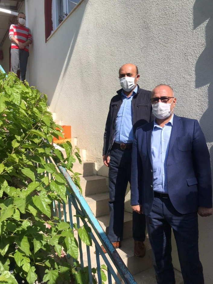 Yeşilyurt Belediyesi Covıd-19 testi pozitif çıkan personellerini yalnız bırakmıyor