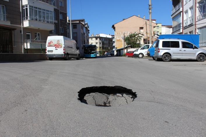 Yol çöktü, vatandaşın aldığı önlem gülümsetti
