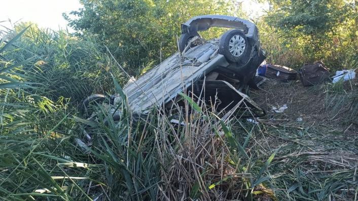 Yoldan çıkan araç şarampole uçtu: 1´iağır 6 yaralı
