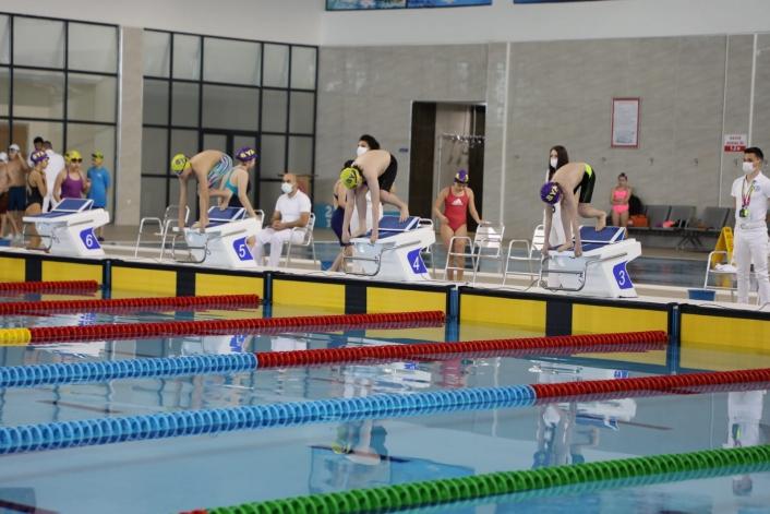 Yüzme vize yarışlarında heyecan sona erdi